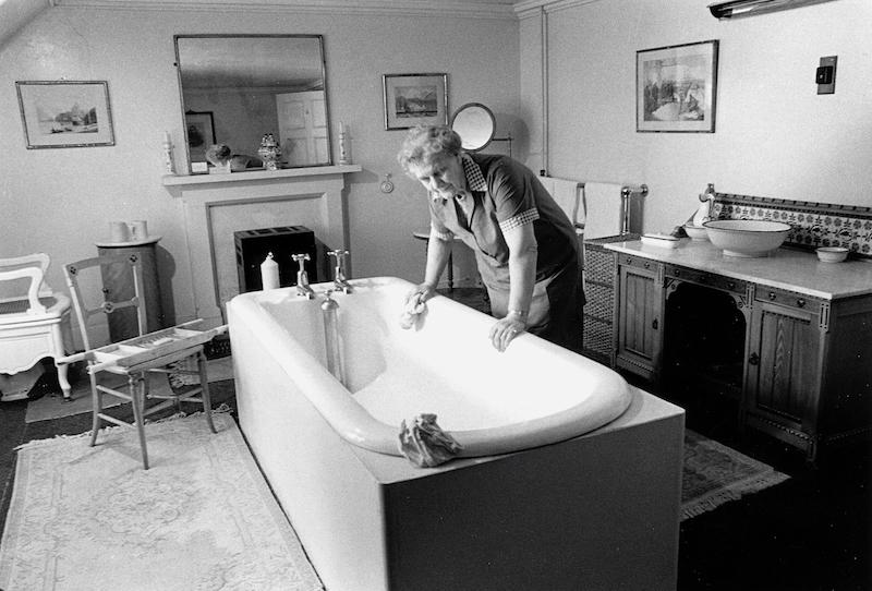 Invercauld Lodge, Cleaning The Bath