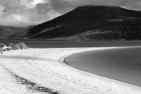 Taransay. Seascape. Curved beach. Black and white